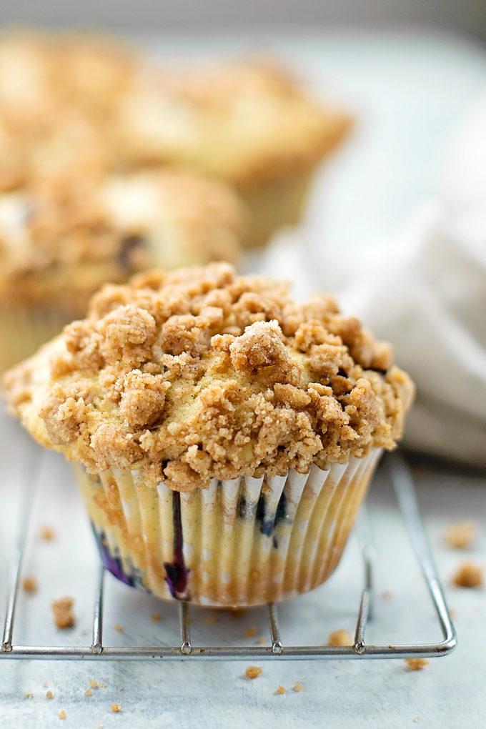 Blueberry Crumble Muffins | lifemadesimplebakes.com