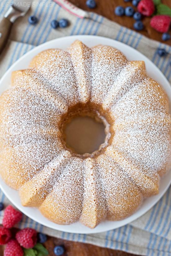 Old Fashioned Sour Cream Pound Cake