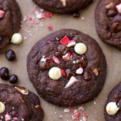 Chocolate Peppermint Crunch Cookies | lifemadesimplebakes.com