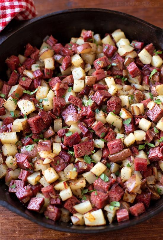 Leftover Corned Beef Hash | lifemadesimplebakes.com