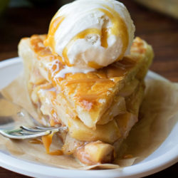 Classic Apple Pie | lifemadesimplebakes.com