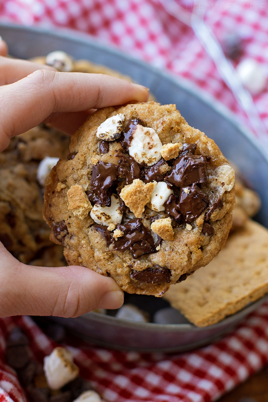 S'mores Chocolate Chip Cookies | liifemadesimplebakes.com