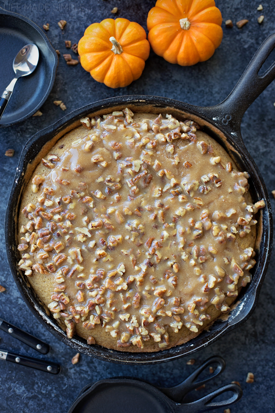 Pumpkin Praline Skillet Cake + How to Make Homemade Pumpkin Puree | lifemadesimplebakes.com