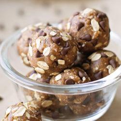 No-Bake Chocolate Chip Cookie Dough Energy Bites (gluten-free, dairy-free, naturally sweetened) | lifemadesimplebakes.com