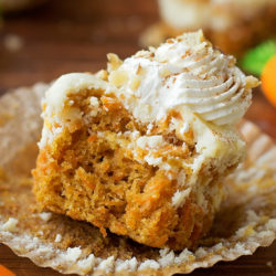 Mini Carrot Cake Cheesecakes | lifemadesimplebakes.com