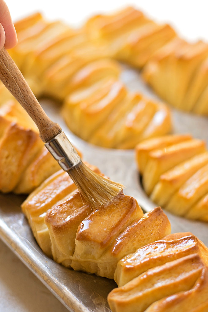 Buttery Pull-Apart Rolls | lifemadesimplebakes.com