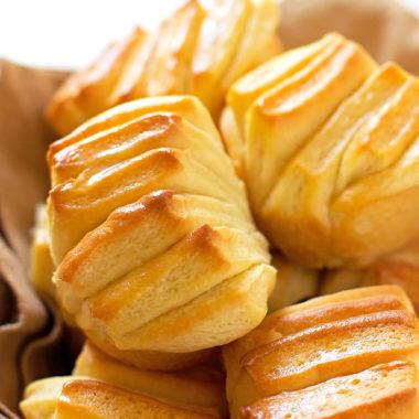 Buttery Pull-Apart Rolls | lifemadesimplebakes.com