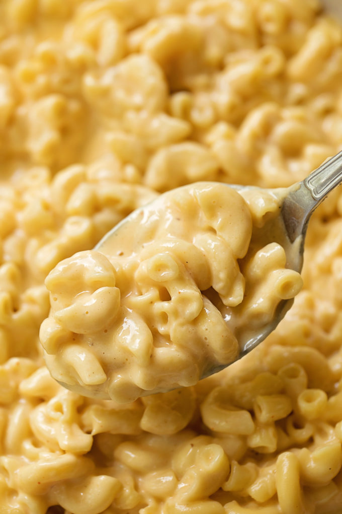 A spoonful of delicious Instant Pot macaroni and cheese.